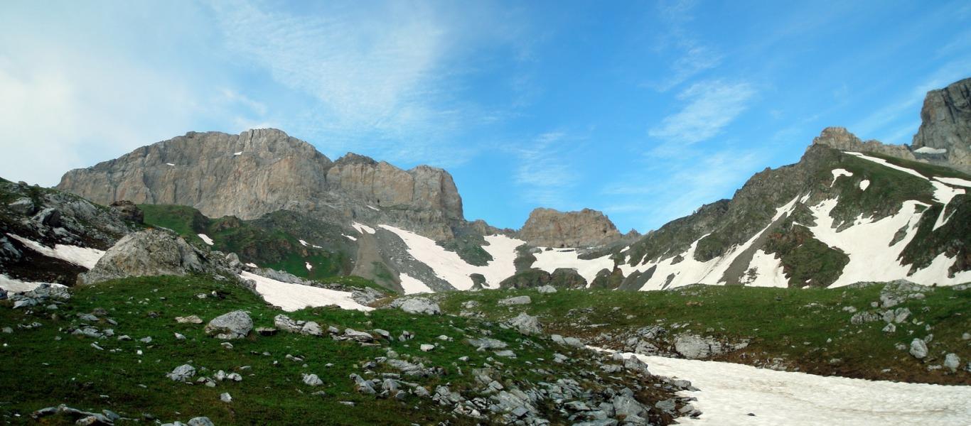 Перевал Кыртхуа. Вид из долины Загеданки