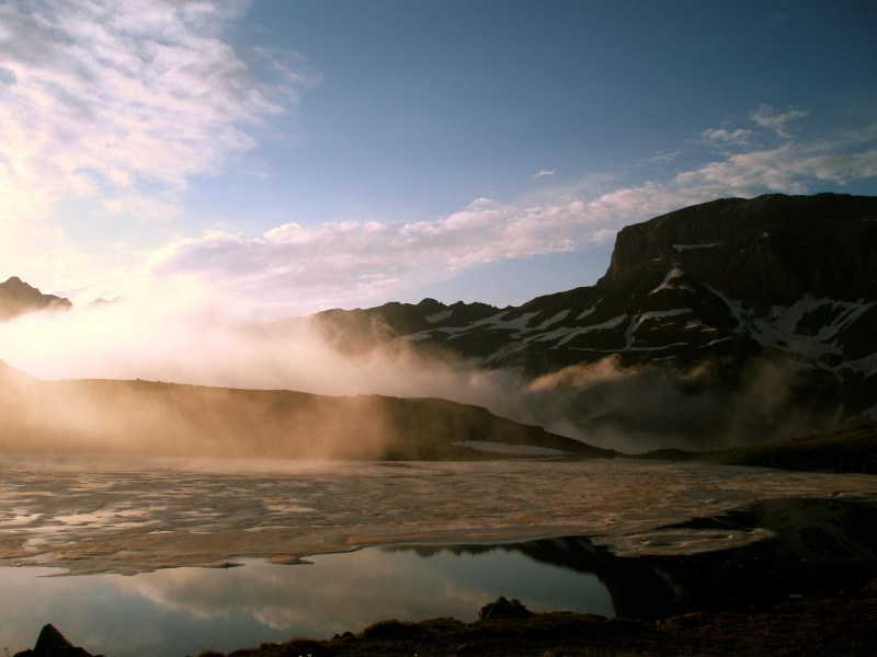 Солнце садилось, клубился туман...